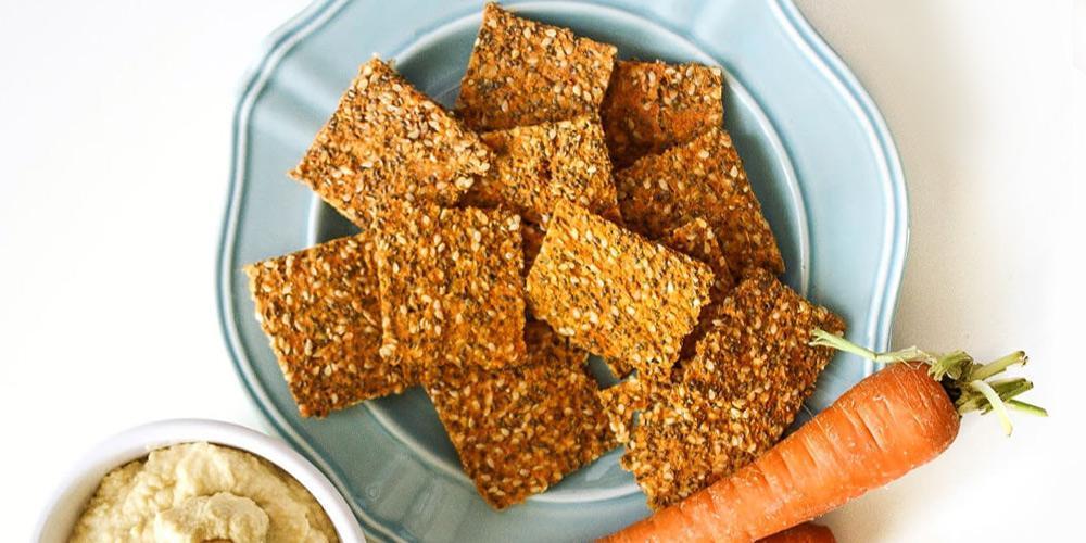 طرز تهیه کراکر نمکی با هویج