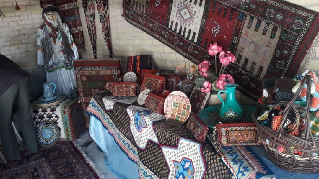 برپایی نمایشگاه توانمندی های عشایری چناران در روستای قرق